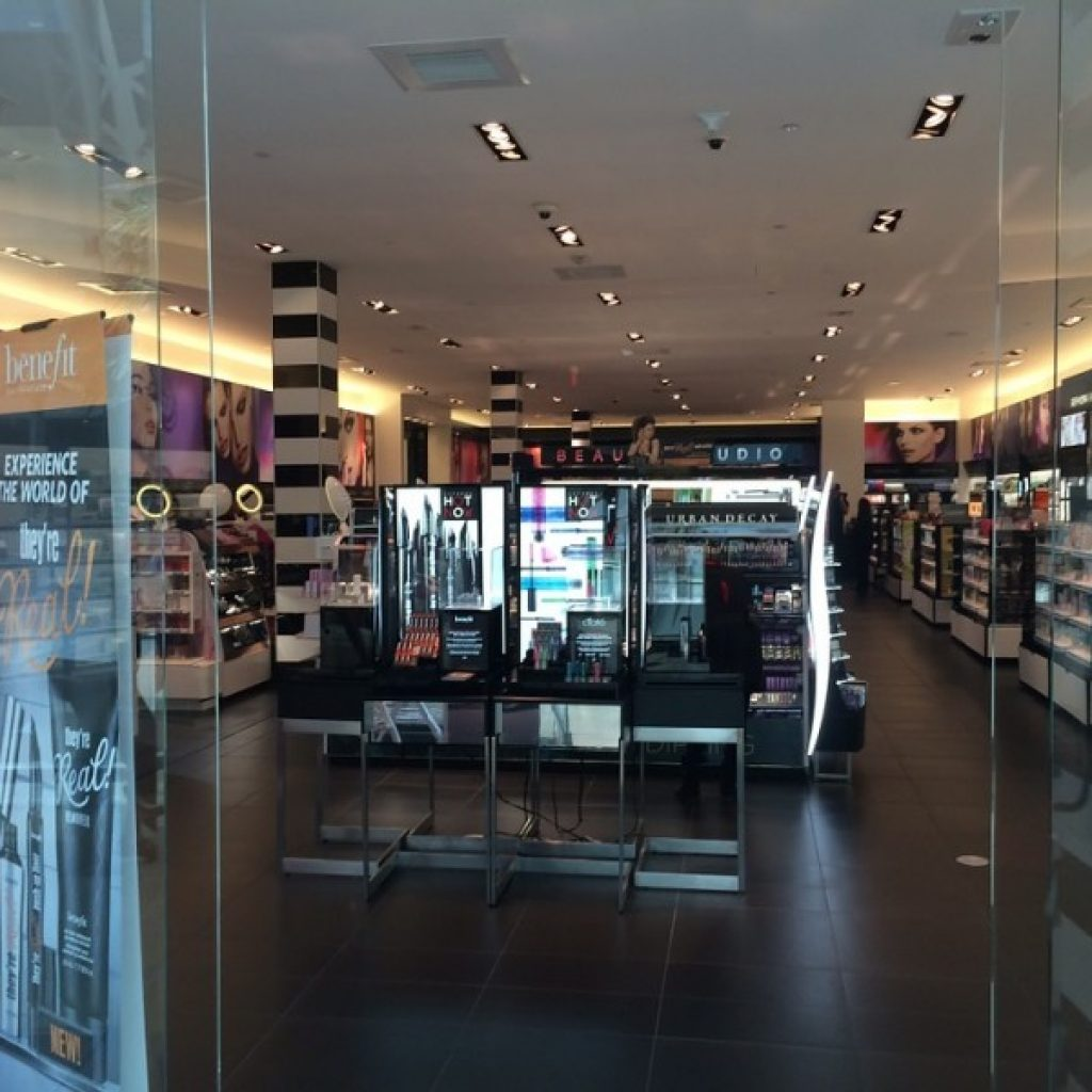 Lighting Retailers: Why Use LED Lights To Illuminate Retail Stores